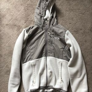 Women's MEDIUM white North Face Denali jacket